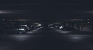 Bild von einem Parkhaus mit Autos