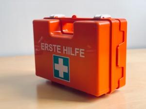 Bild von einem Verbandskasten